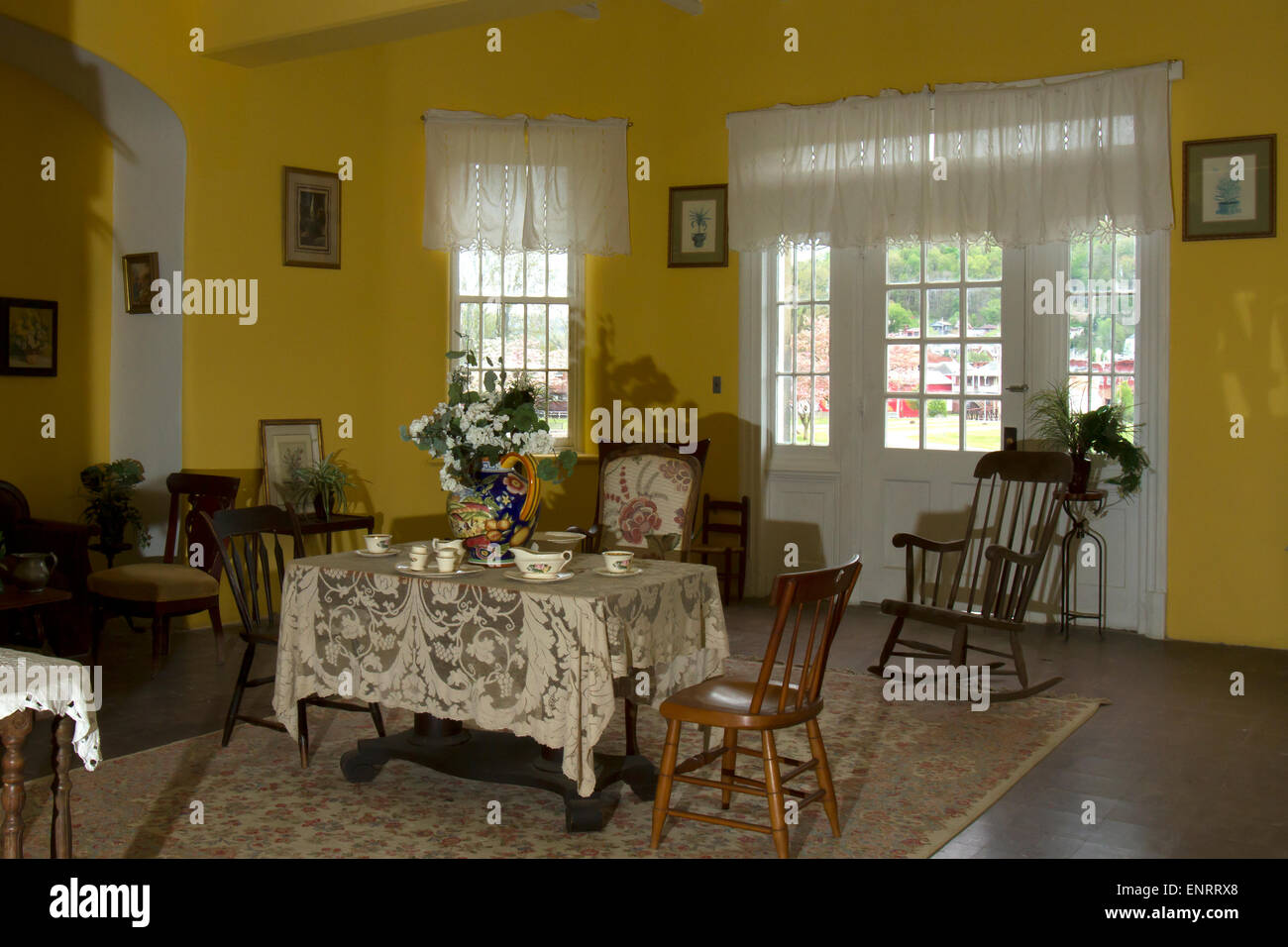 Sunroom Painted In Yellow And Decorated In Antiques Stock Photo