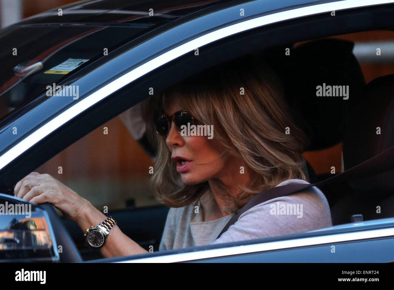 Jaclyn Smith Stock Photos Images Alamy Tas Jacklyn Girl Accessories Charlies Angel Drives Her Car Through Beverly Hills Featuring