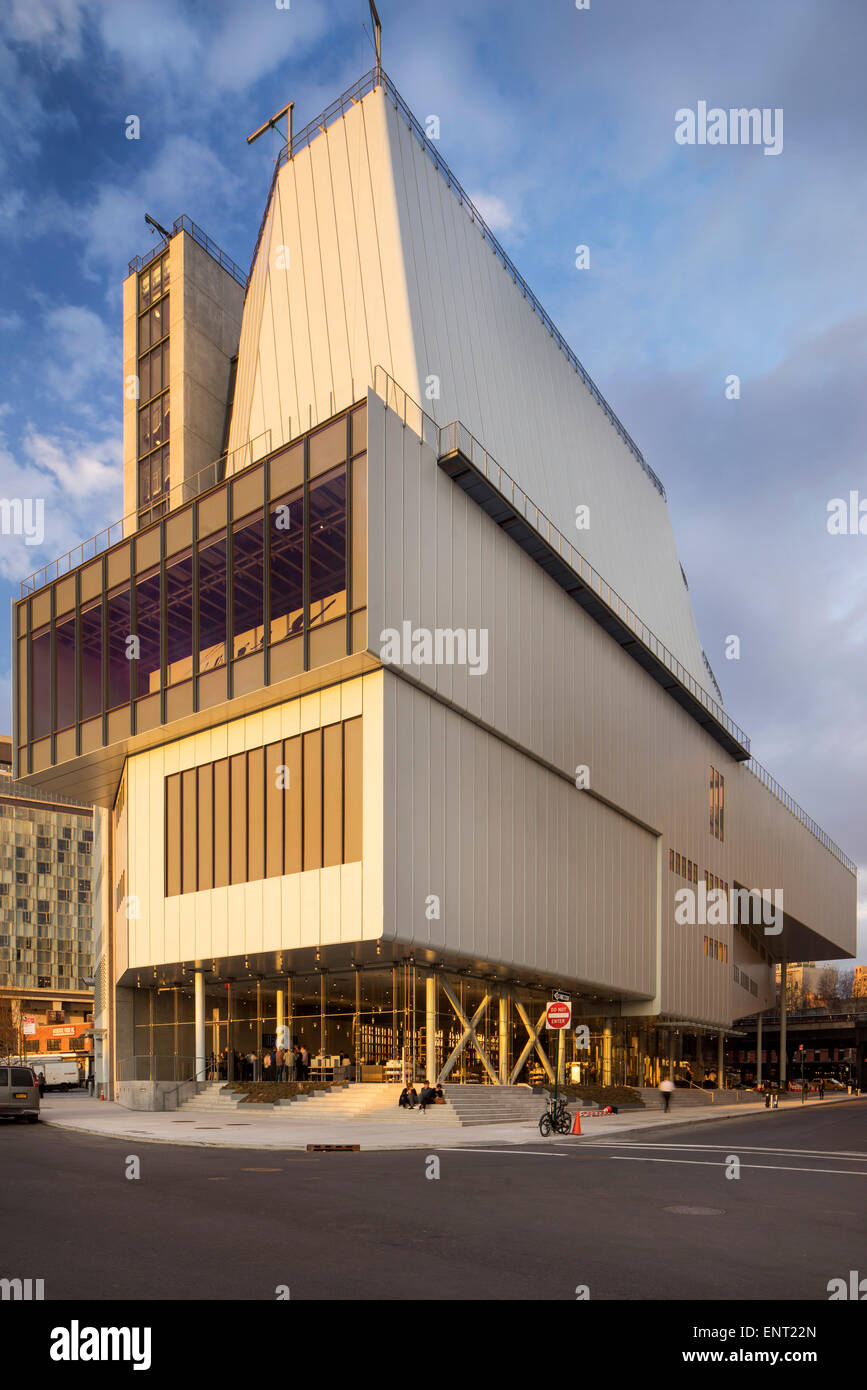 Corner elevation with staggered volumes. Whitney Museum of American Art, New York, United States. Architect: Renzo - Stock Image