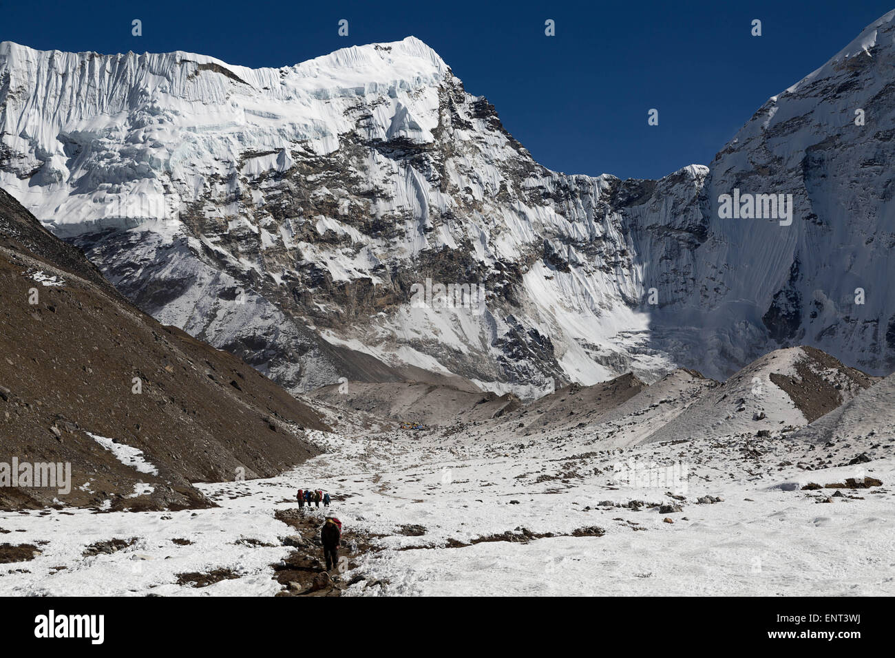 Trekking under Num Ri (6635m), Everest Region, Nepal - Stock Image