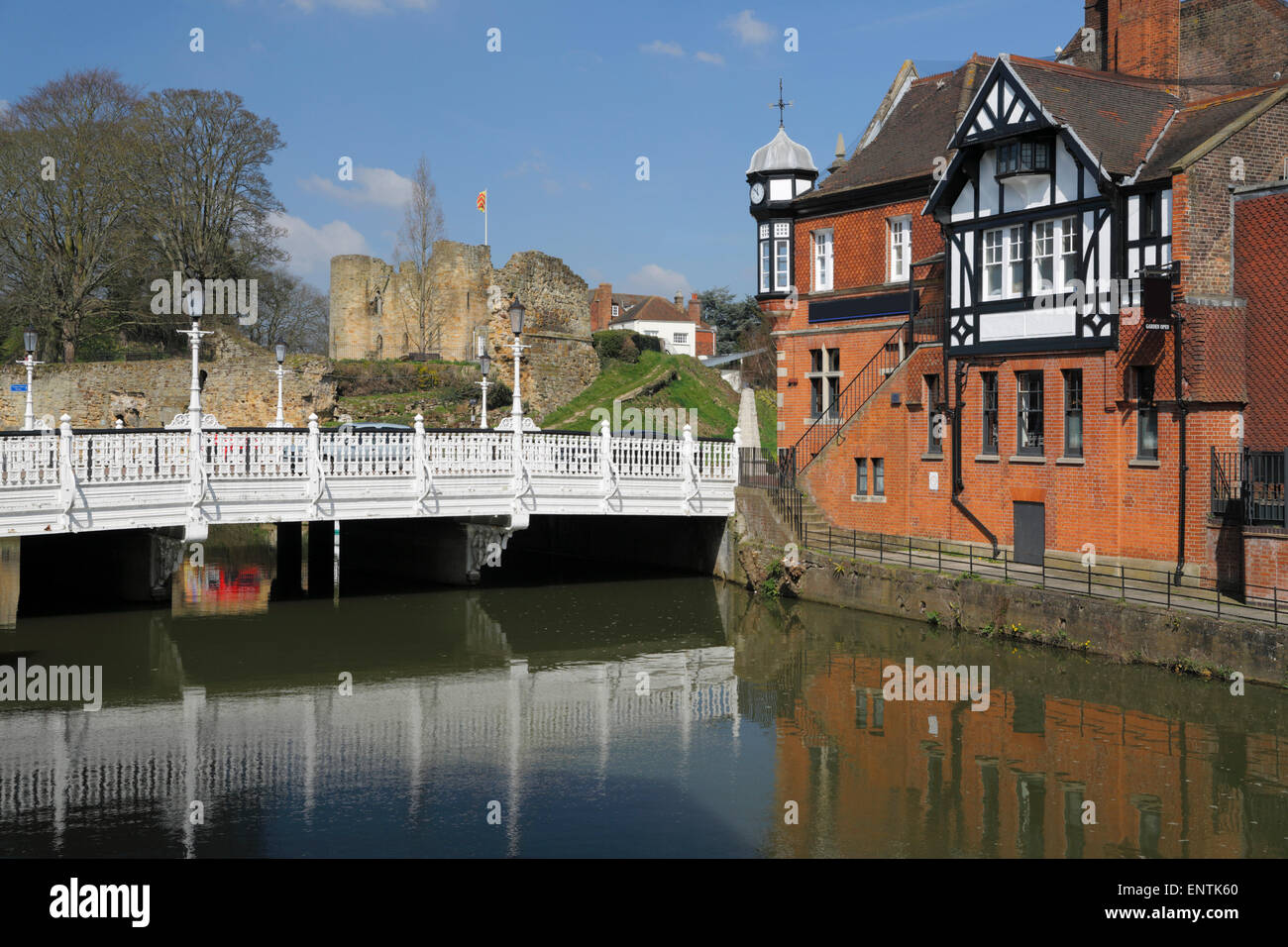 Tonbridge Castle and River Medway, Tonbridge, Kent, England, United Kingdom, Europe - Stock Image