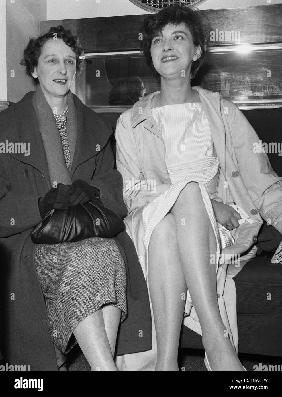 English playwright Shelagh Delaney with her mother on the first night of her play ' A Taste of Honey' at - Stock Image