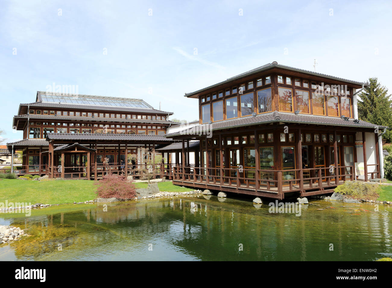 Pavilions by the ornamental pond in the Japanese Garden (Japanischer Garten) in Bad Langensalza, Germany. - Stock Image