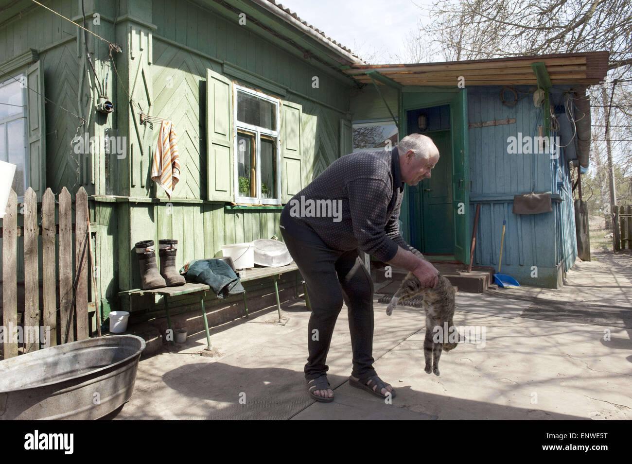 Chernobyl, Ukraine. 24th Apr, 2015. Mr Lavriejenko. He is 59. Several hundred elderly people called samosels (self - Stock Image