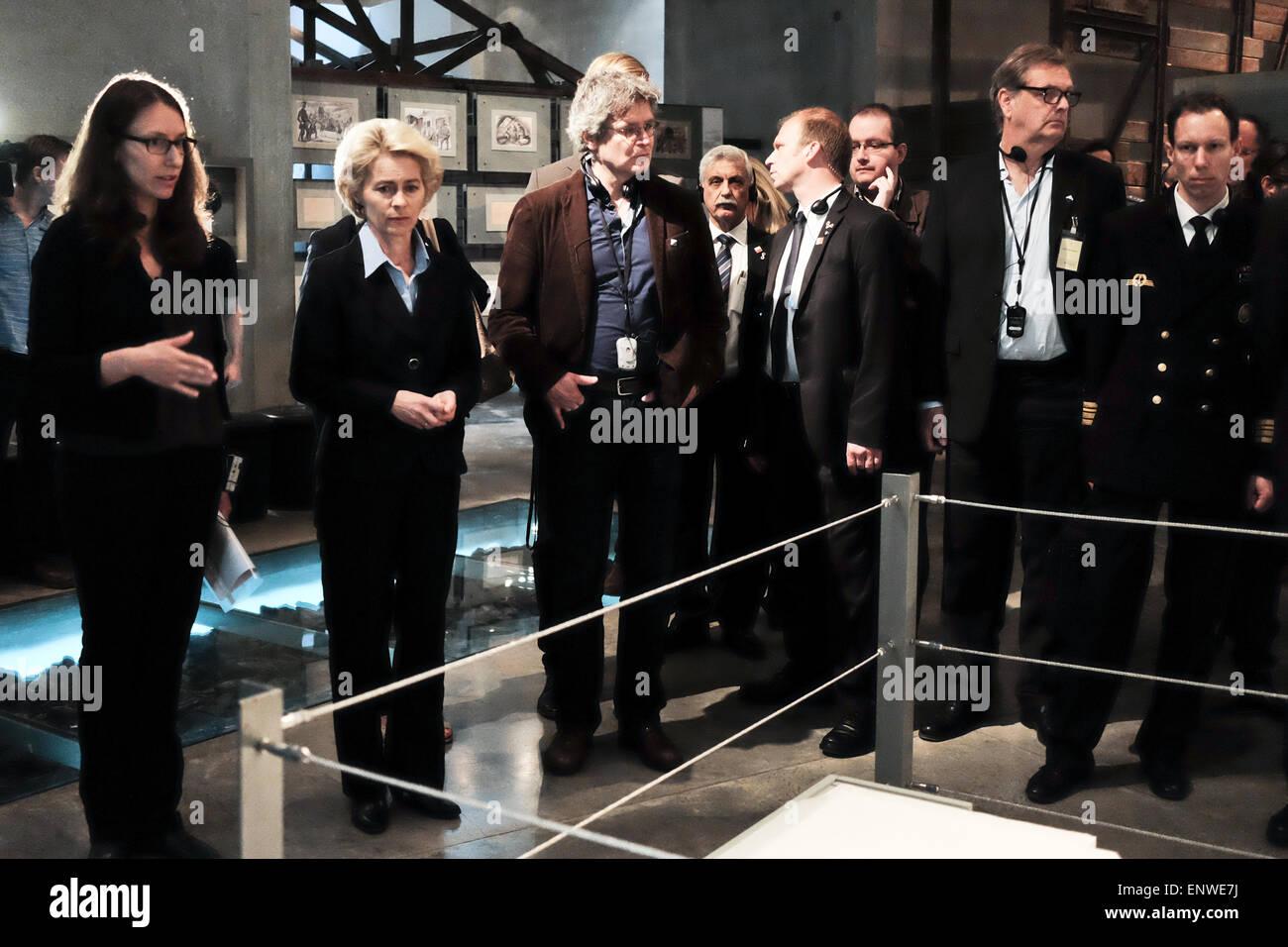 Jerusalem, Israel. 12th May, 2015. Defense Minister of Germany, URSULA VON DER LEYEN (2nd left), views the Auschwitz - Stock Image