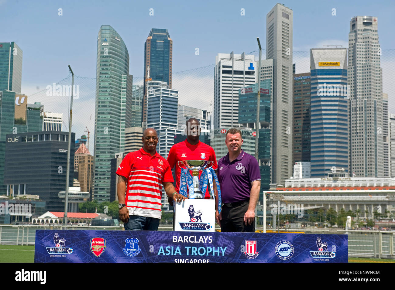 Singapore, Singapore. 12th May, 2015. Former Barclays Premier League (BPL) Arsenal player Ian Wright (L), former Stock Photo