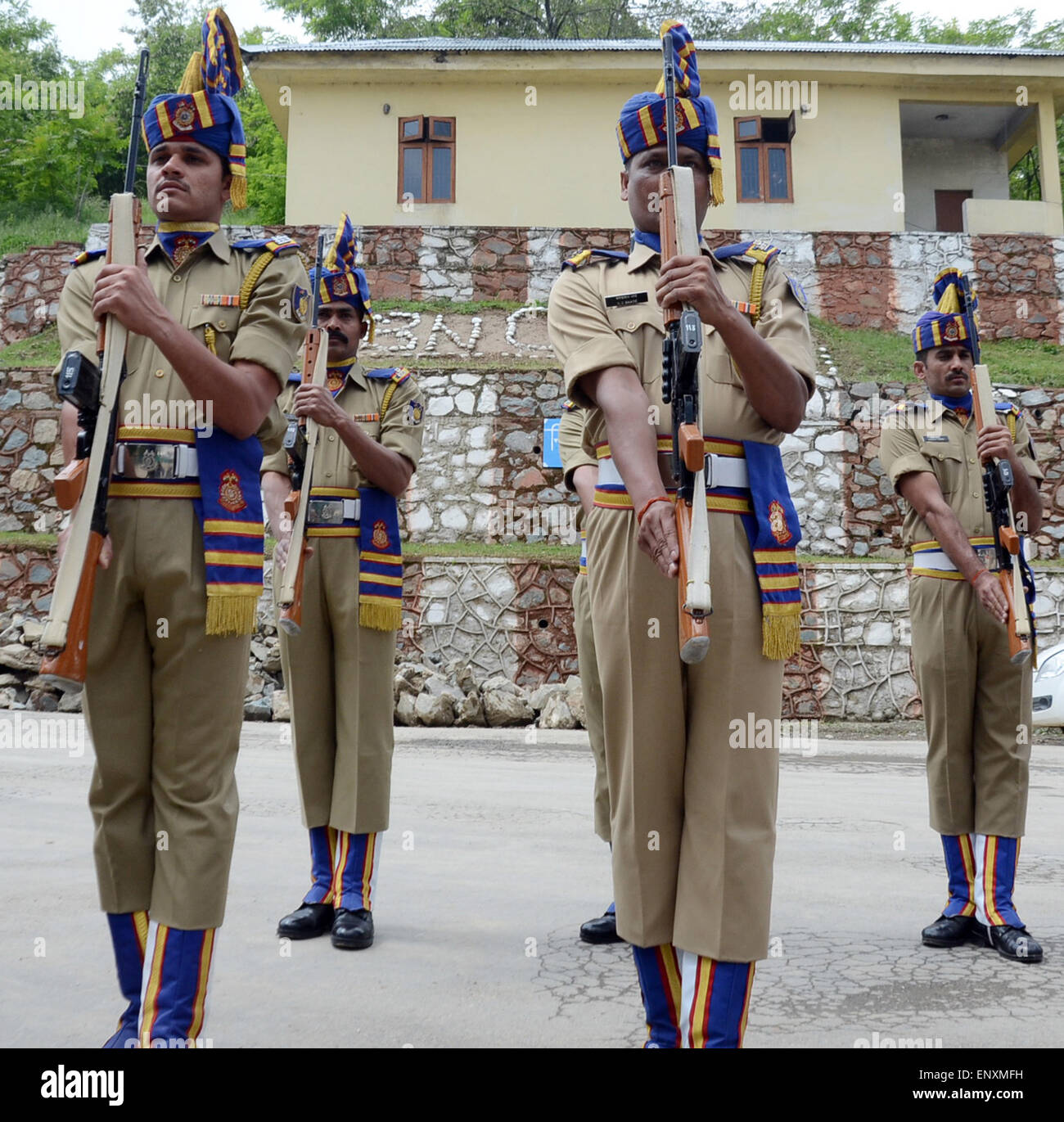 Srinagar, Indian Administered Kashmir. 12th May, 2015. Indian paramilitary soldiers salute on the coffins containing - Stock Image