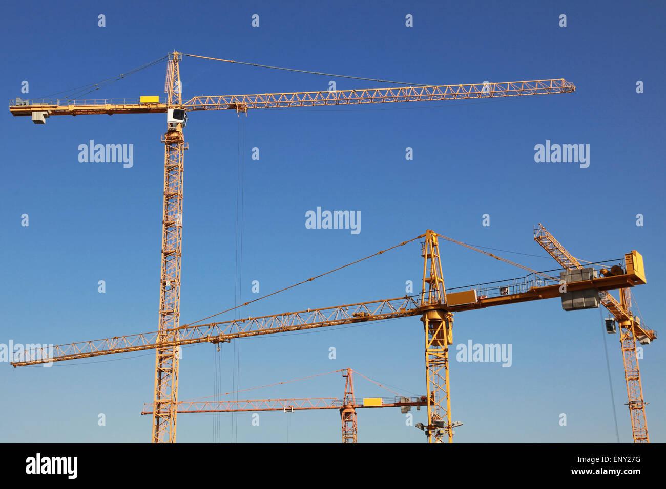 Baukräne auf einer Baustelle - Stock Image