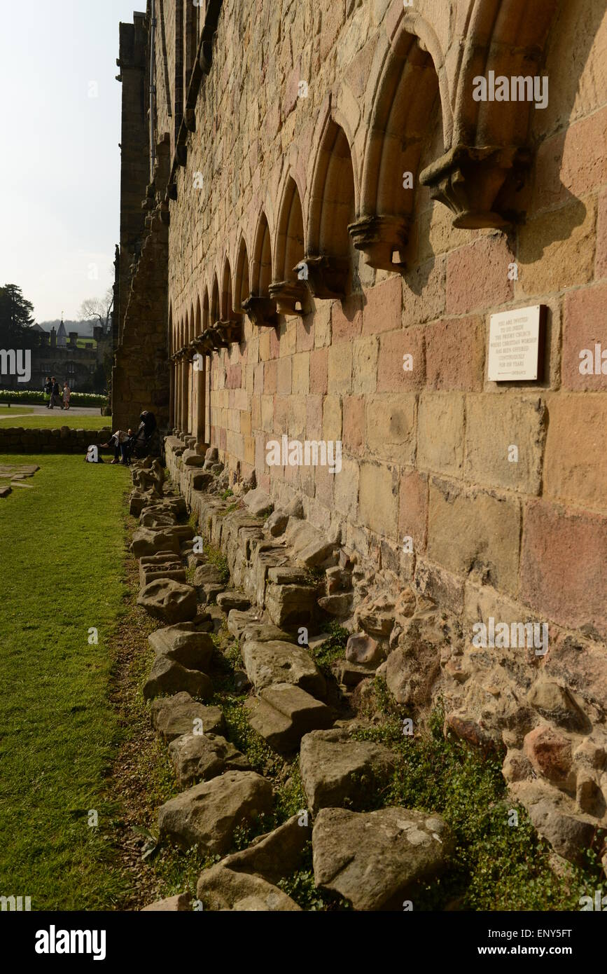 Photograph demonstrating the architectural features of the ruins at Bolton Abbey and St. Mary's Church - Stock Image