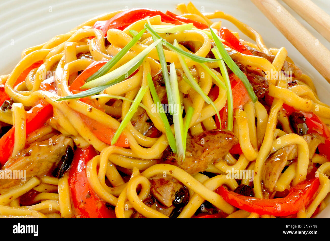 NOODLES WITH BEEF WITH BLACK BEAN SAUCE STIR FRY - Stock Image