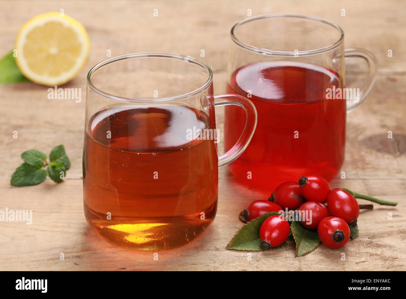 Tee aus Hagebutte und Rooibos Stock Photo