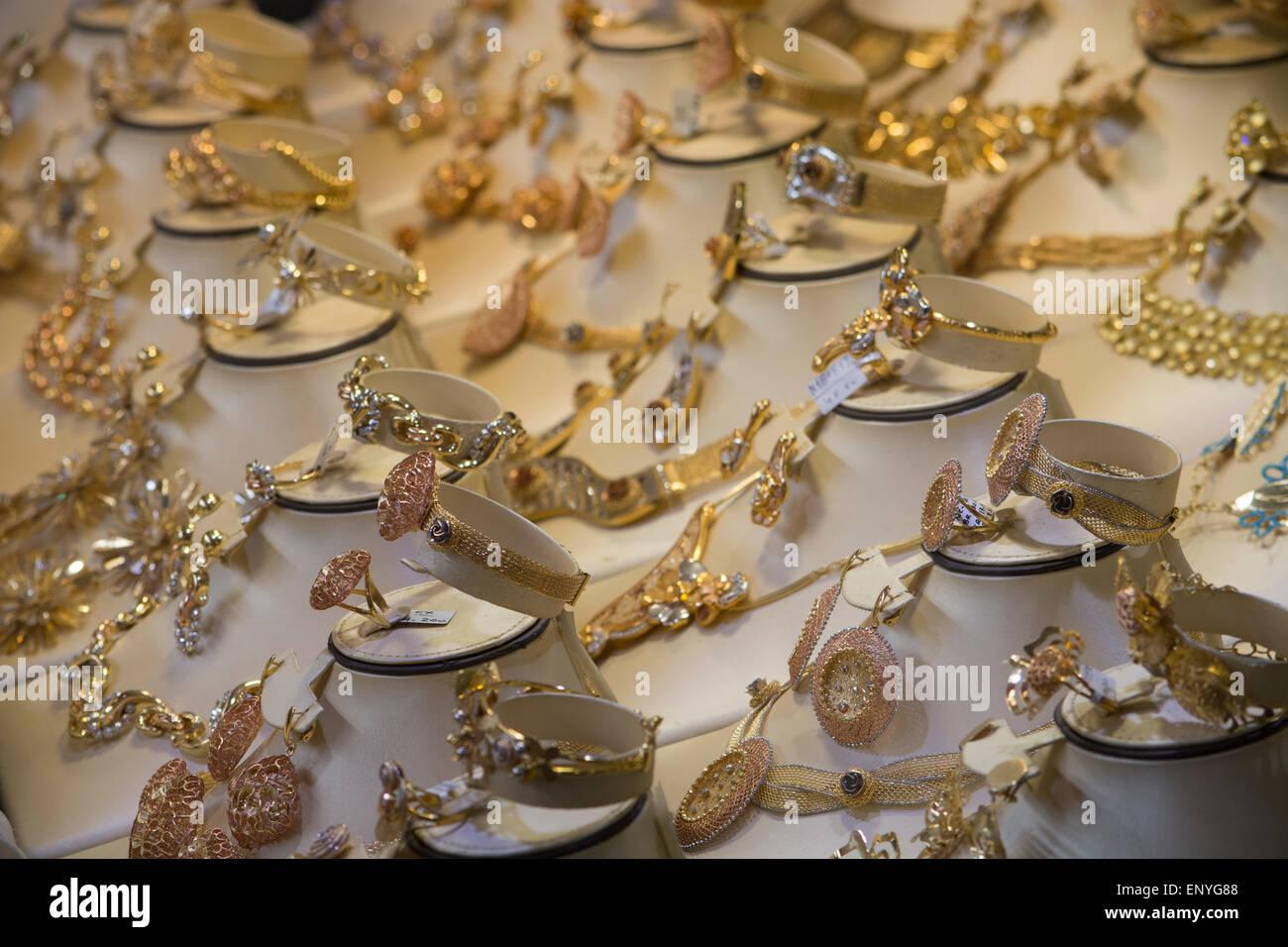 United Arab Emirates, Dubai, Deira district, Gold Souk window display. - Stock Image