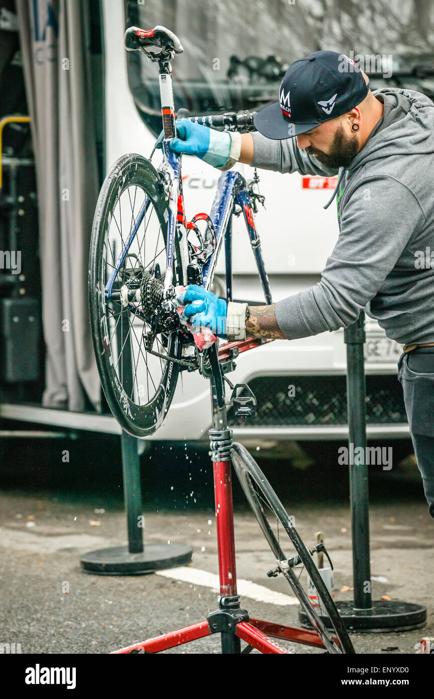 Man Cleaning Bike Stock Photos & Man Cleaning Bike Stock Images - Alamy