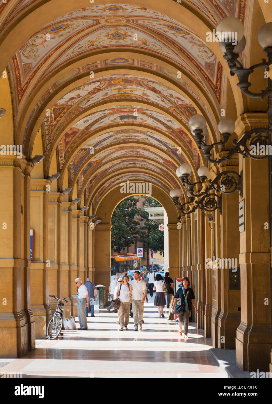 Bologna, Emilia-Romagna, Italy. The shopping arcade in Piazza Cavour. Stock Photo