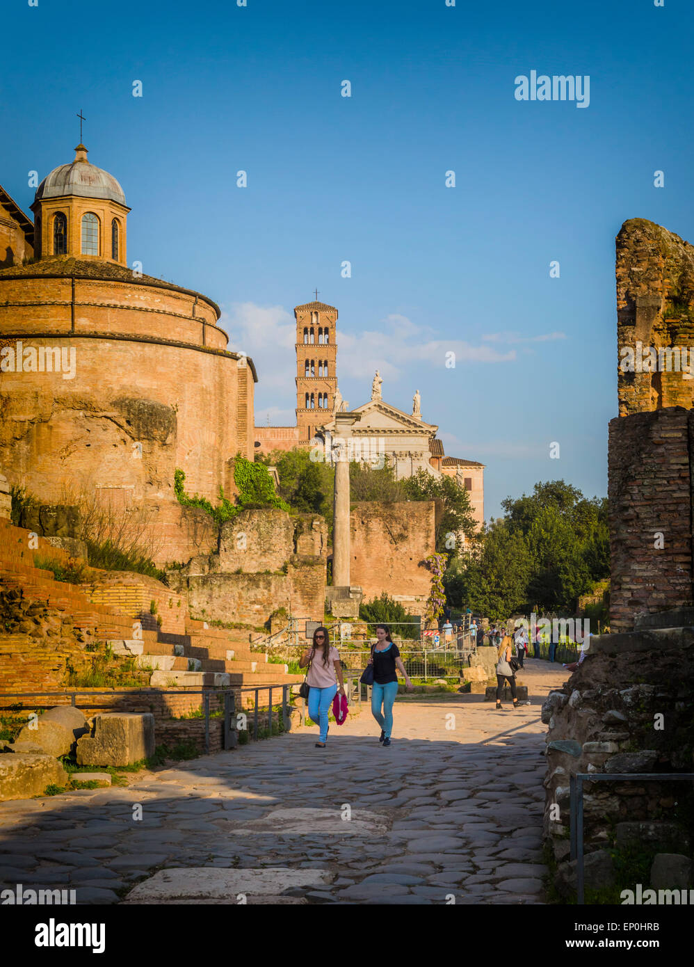 Rome, Italy.  Visitors strolling in the Roman Forum. - Stock Image