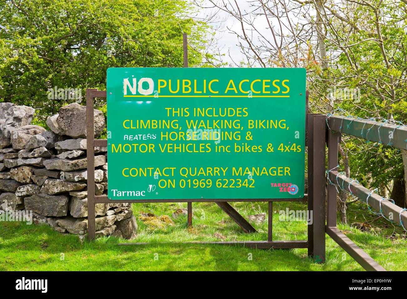 Sign - No Public Access - at entrance to quarry, near Leyburn, North Yorkshire, England UK - Stock Image