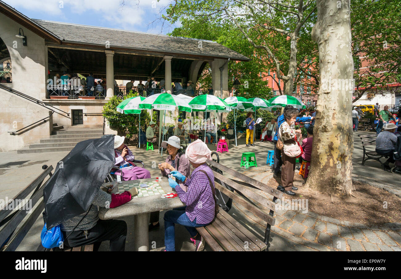 Gambling and Chinese opera in Columbus Park in Chinatown in New York City - Stock Image