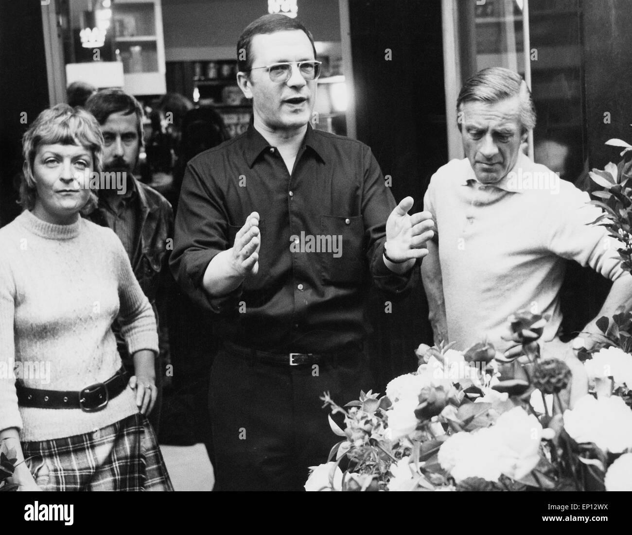 Industrielandschaft mit Einzelhändlern, Fernsehfilm, Fernsehspiel, Deutschland 1970, Regie: Egon Monk erläutert - Stock Image