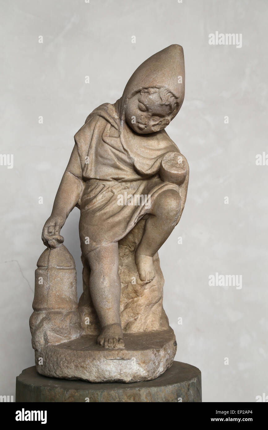 Statuette of a slepping child (cucullus) with a lamp. Marble. Rome, Tiber. National Roman Museum. Baths of Diocletian. - Stock Image