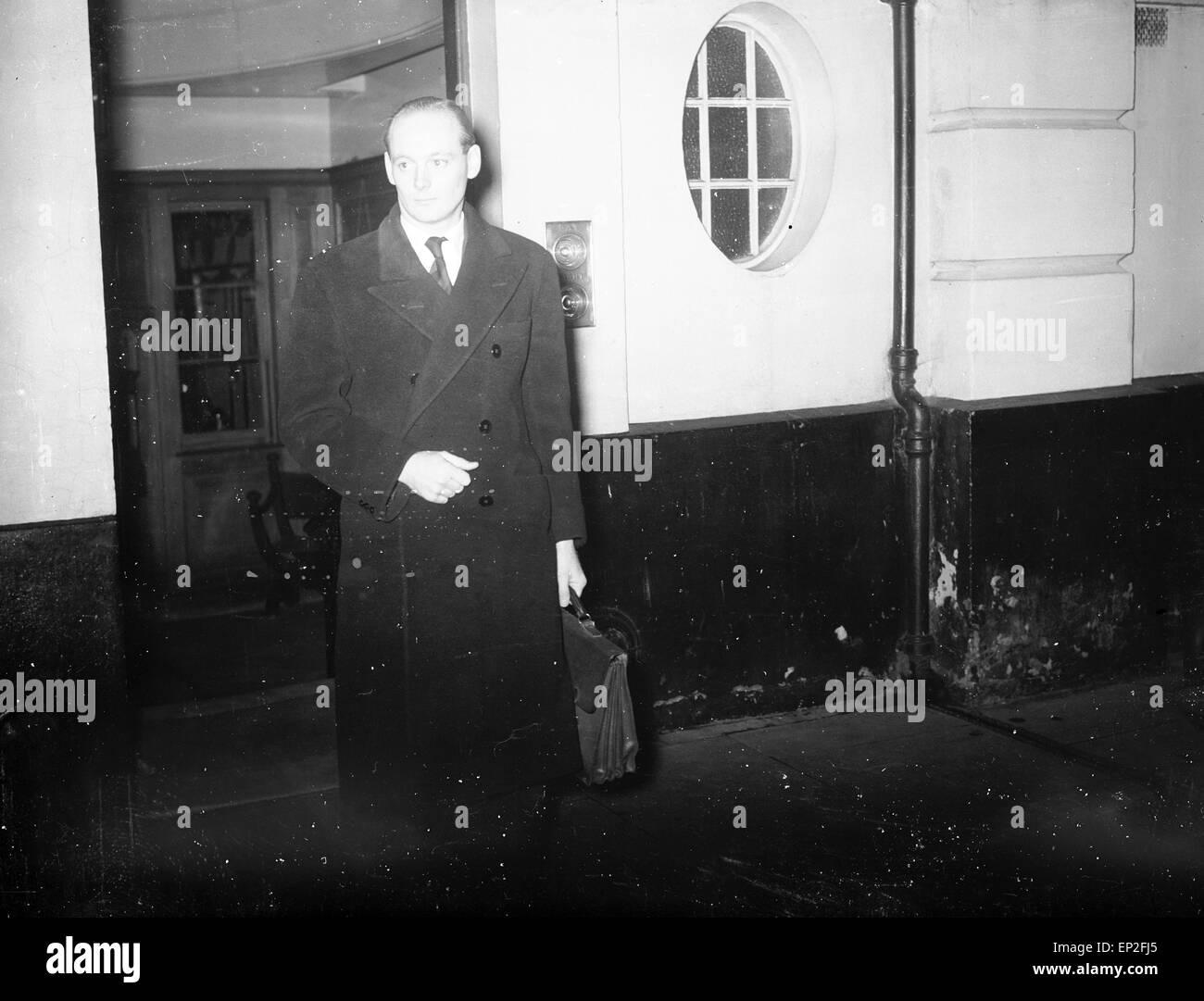 Edward Douglas-Scott-Montagu, 3rd Baron Montagu of Beaulieu, at Winchester Crown Court by car, 15th December 1953. - Stock Image