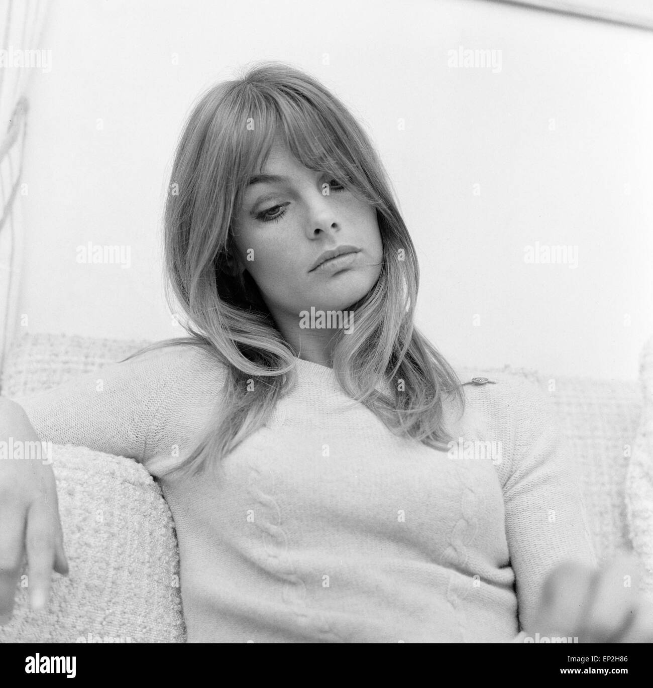 Jean Shrimpton Model Pictured At Her Home Montpellier Place London 25th