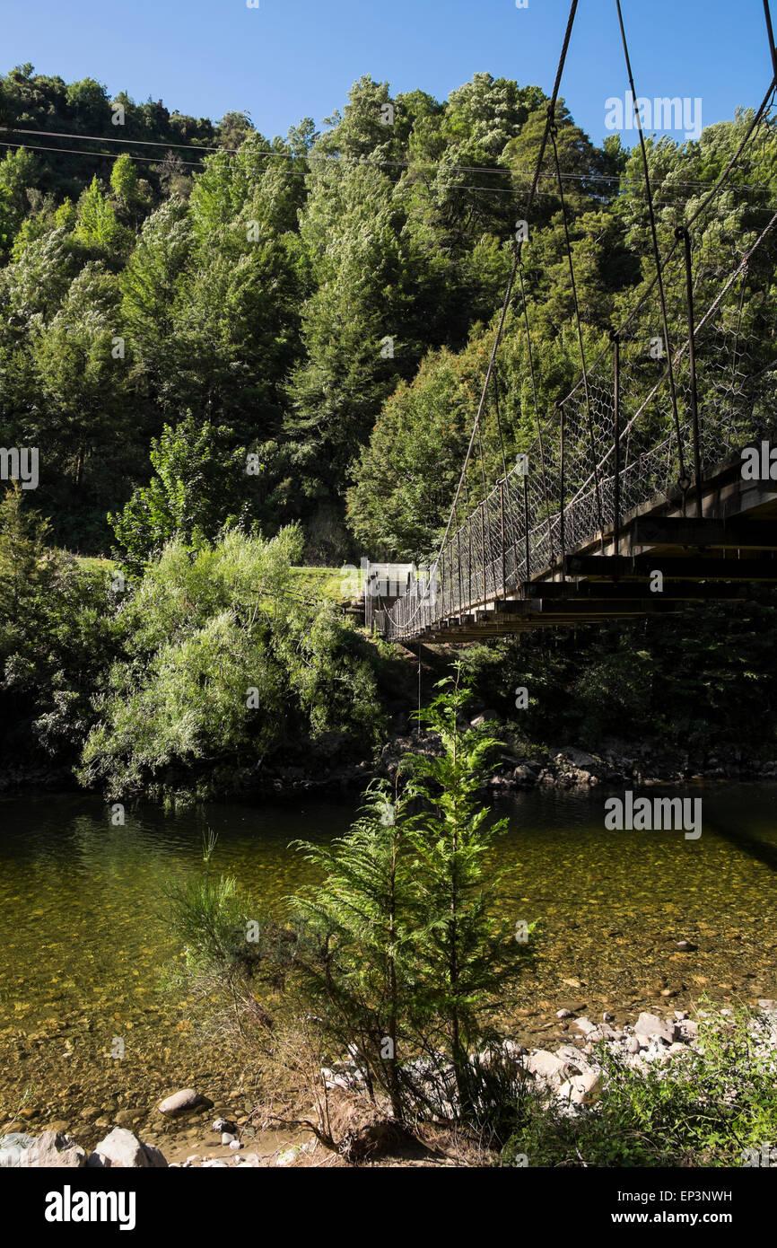 Swingbridge over the river Inangahua at Reefton, New Zealand. - Stock Image