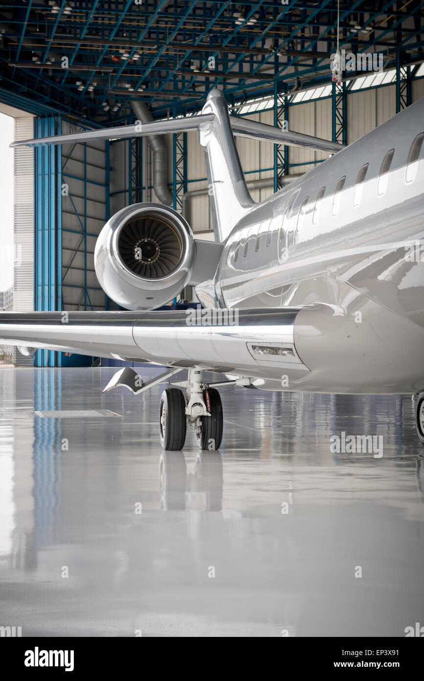 https://c8.alamy.com/comp/EP3X91/close-up-of-part-of-wing-and-engine-of-a-small-jet-airliner-in-a-hanger-EP3X91.jpg