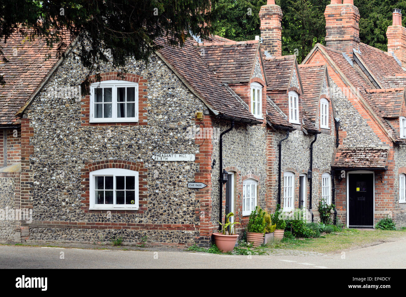 A row of flint cottages in Hambleden, Buckingshamshire. Hambleden is a picturesque village in the Chiltern Hills - Stock Image
