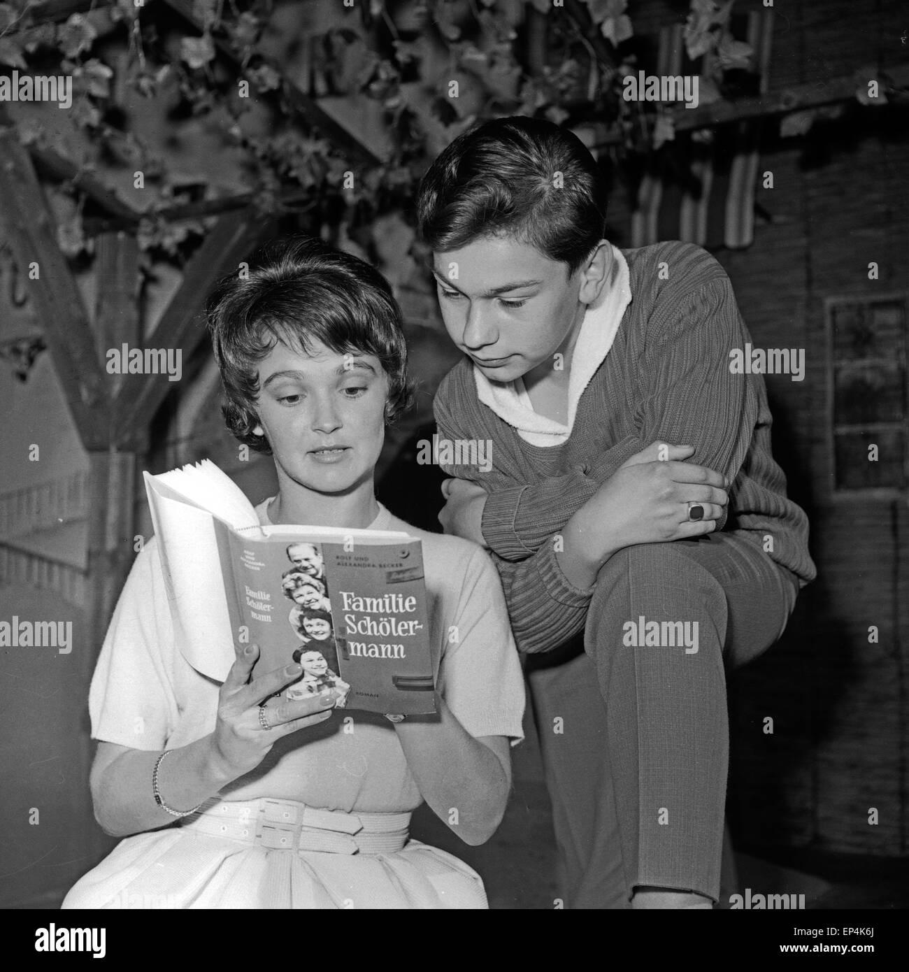 Unsere Nachbarn heute abend - Familie Schölermann, Deutschland 1954 - 1960, Fernsehserie, Regie: Ruprecht Essberger, - Stock Image