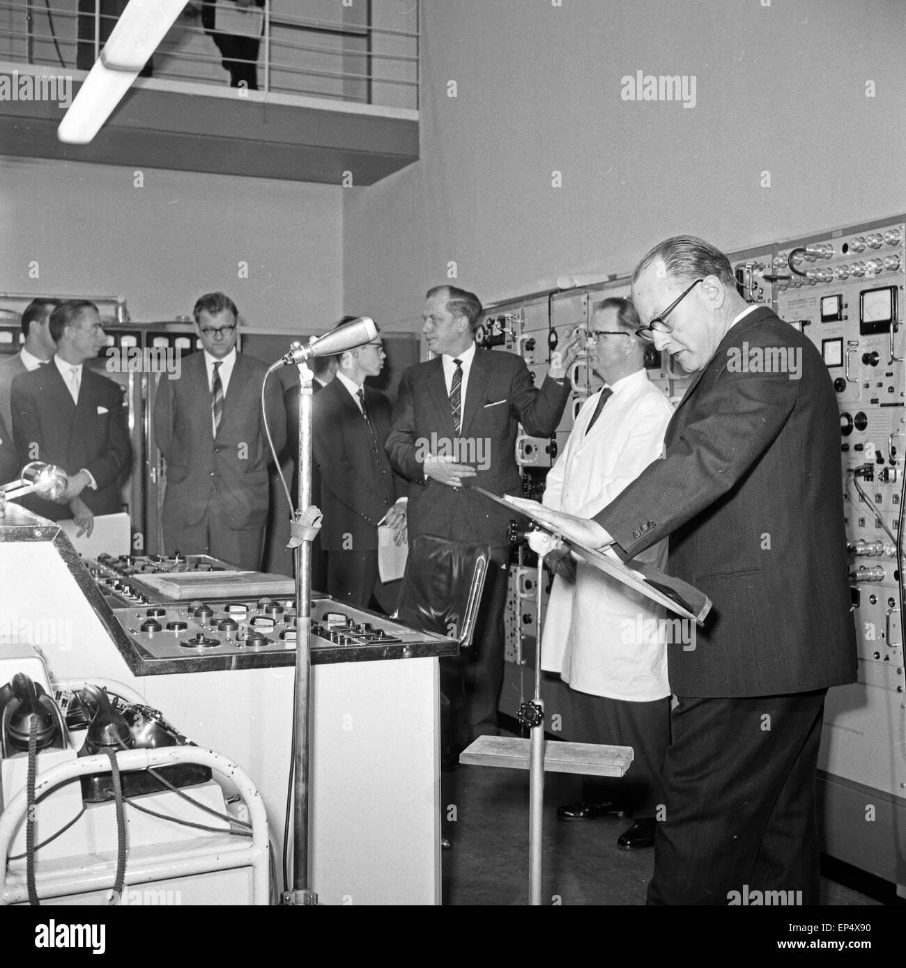 Einweihung des UKW Senders von Radio Bremen auf dem Leher Feld, Deutschland 1960er Jahre. Inauguration of metric - Stock Image