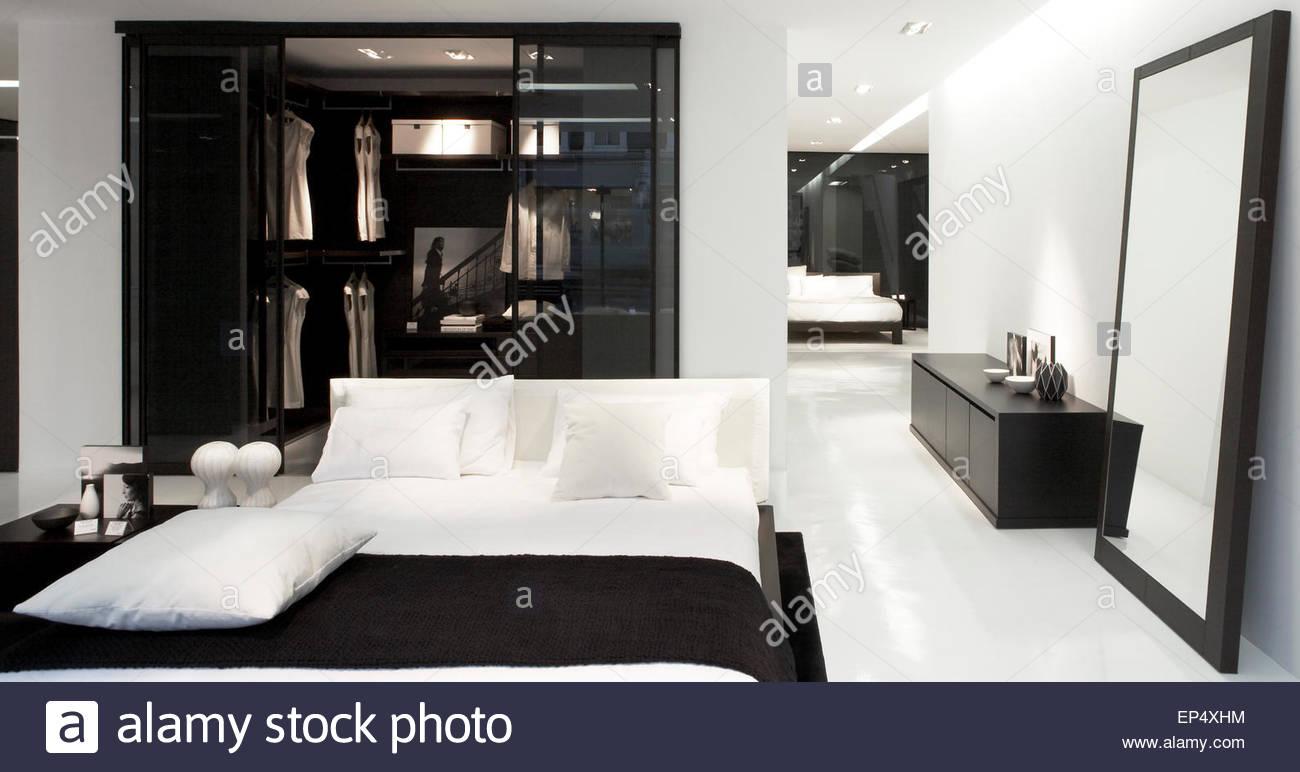 Bedroom area poliform showroom london stock photos - Poliform showroom ...