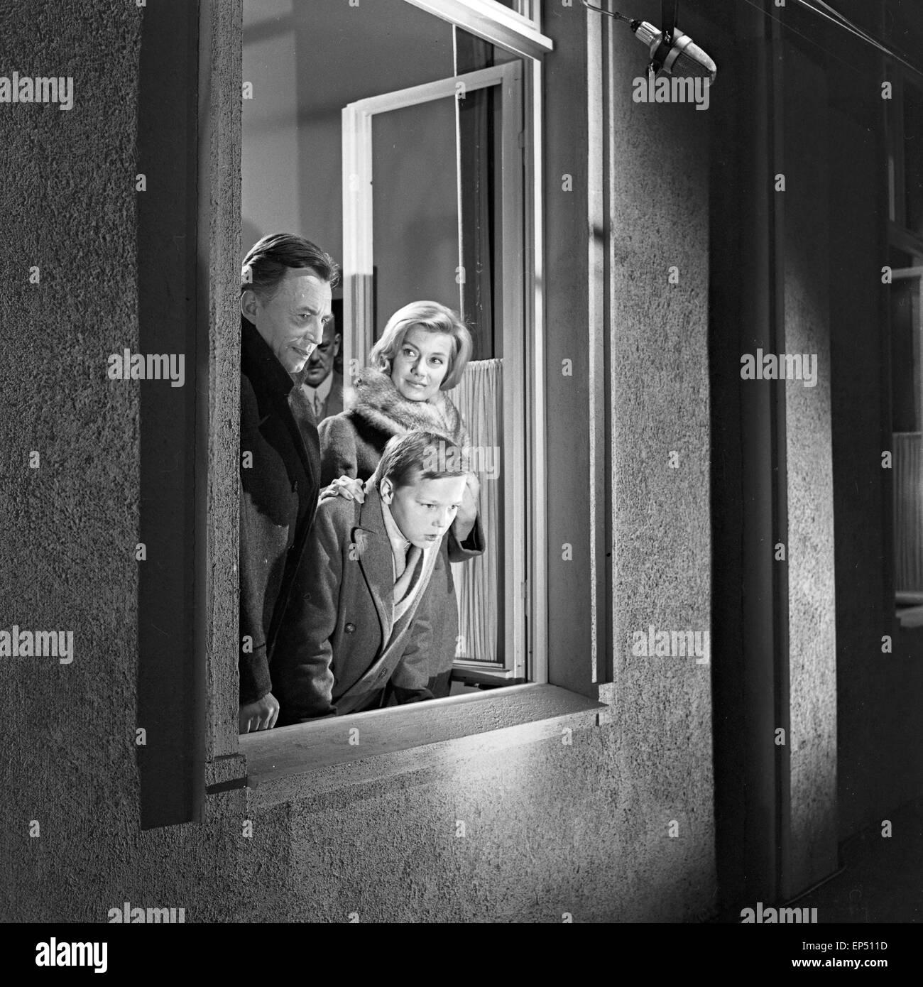 """Spielszene zum Fach """"Geschichte"""" im Rahmen des Schulfernsehens des NDR in Hamburg, Deutschland 1960er Jahre. Scene of the subjec Stock Photo"""