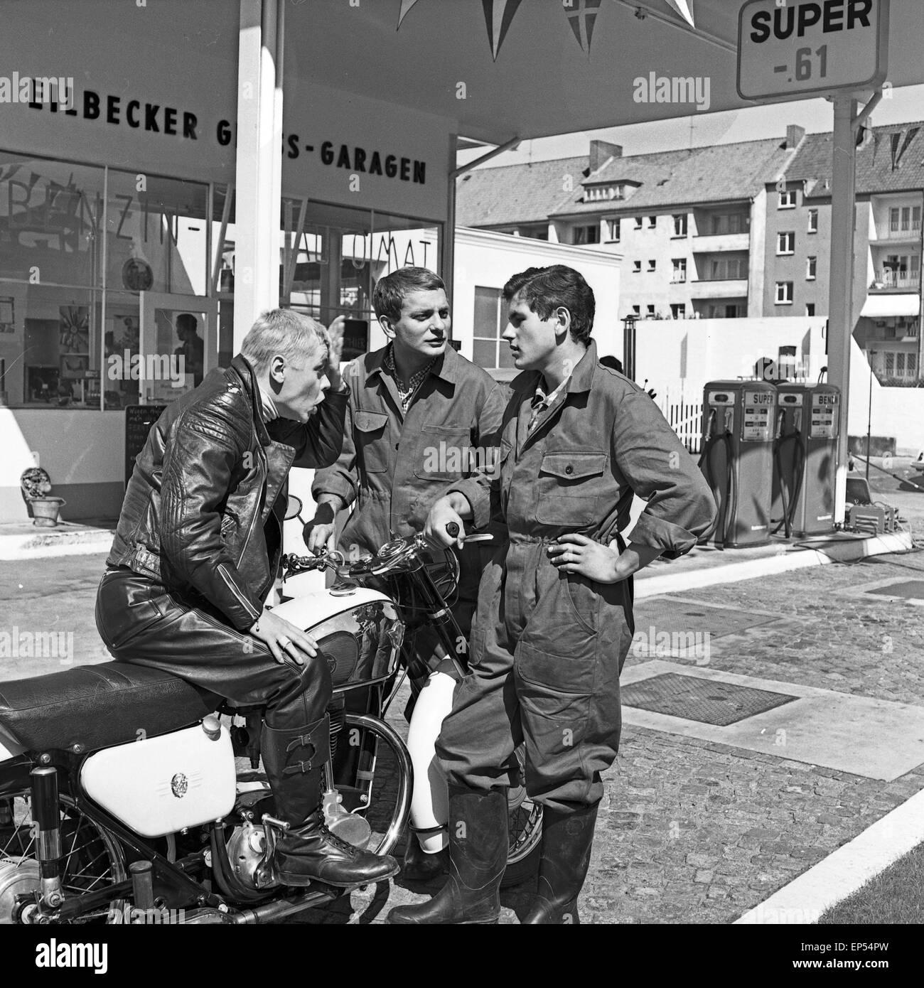 1960s Petrol Station Stock Photos & 1960s Petrol Station