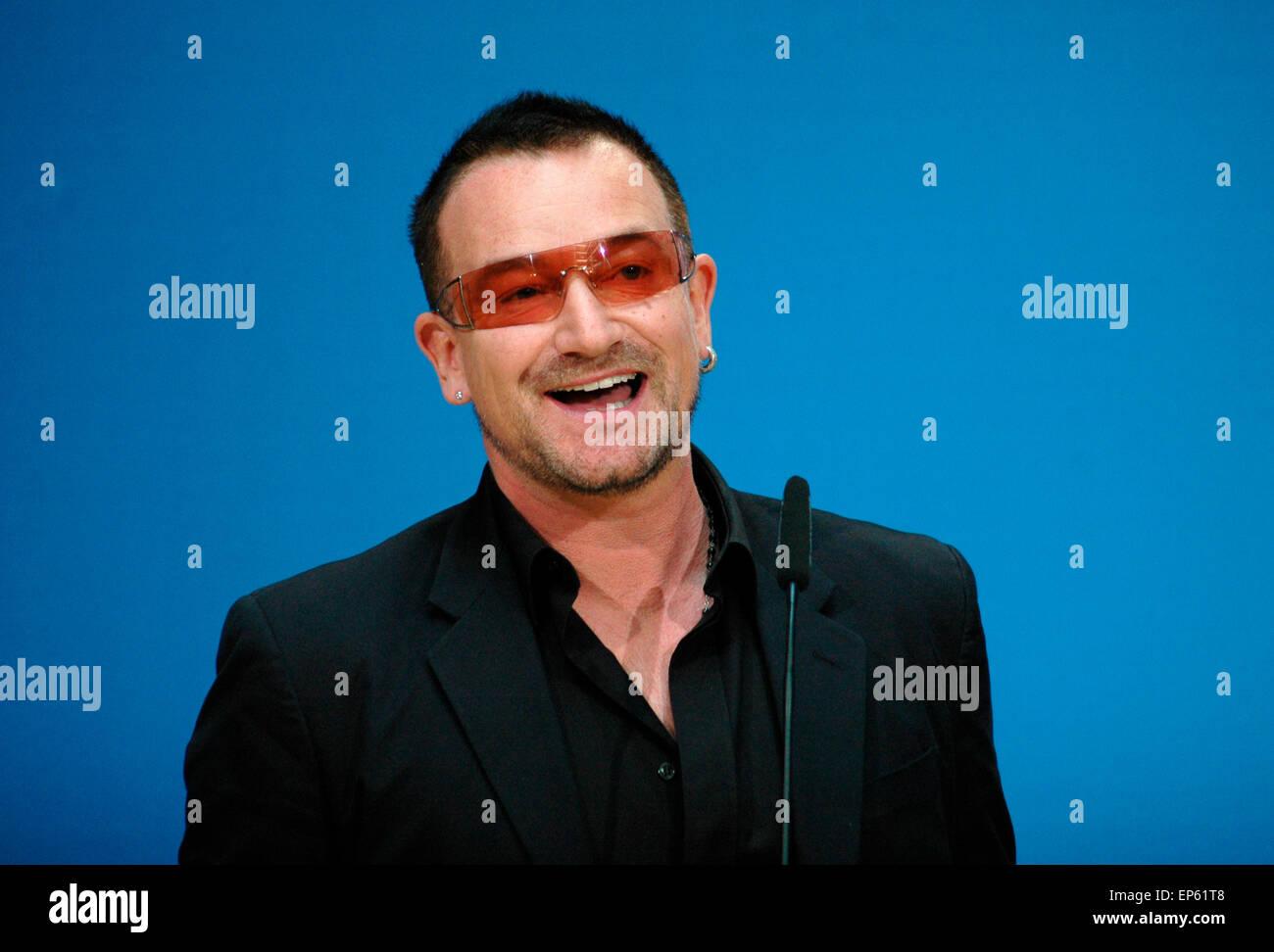 Bono (mit buergerlichem Namen: Paul David Hewson) - Treffen des irischen Saengers der Band 'U2' und Mitbegruenders - Stock Image