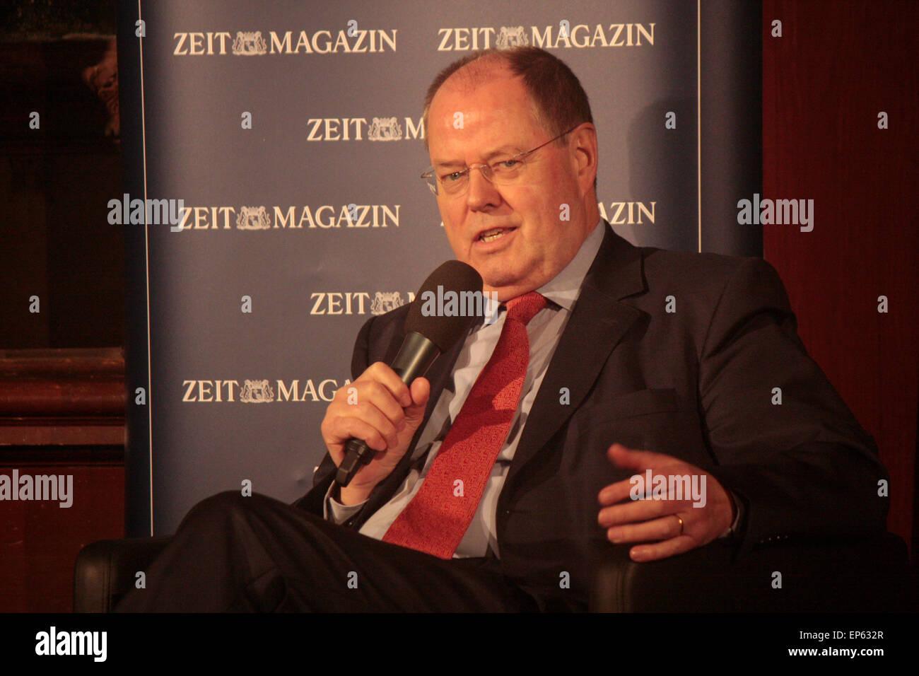 Peer Steinbrueck - Veranstaltung '99 Fragen live: Moritz von Uslar spricht Peer Steinbrueck' (veranstaltet - Stock Image
