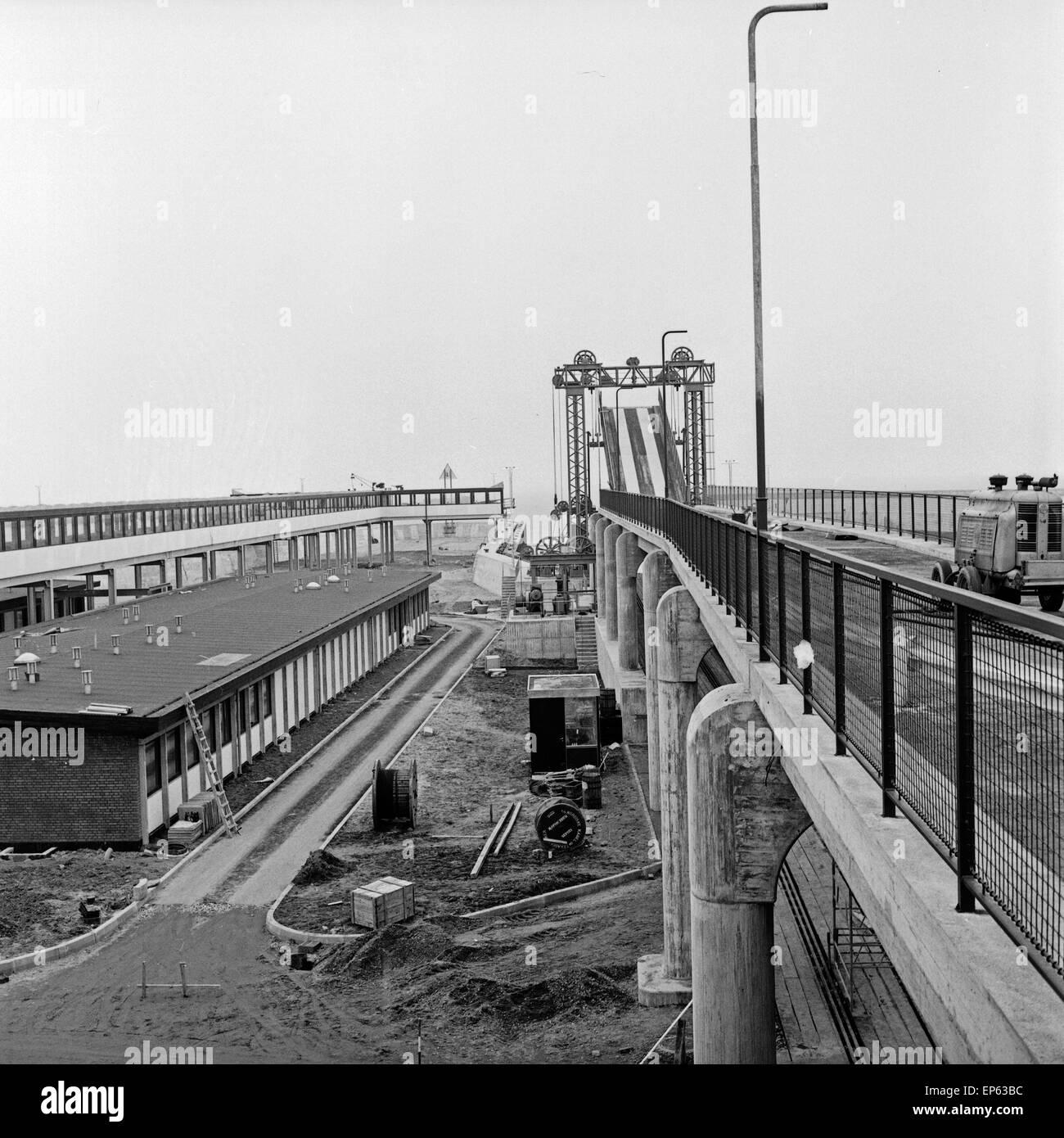 Im Hafen von Puttgarden auf der Insel Fehmarn, Deutschland 1960er Jahre. At Puttgarden harbor on Fehmarn island, - Stock Image