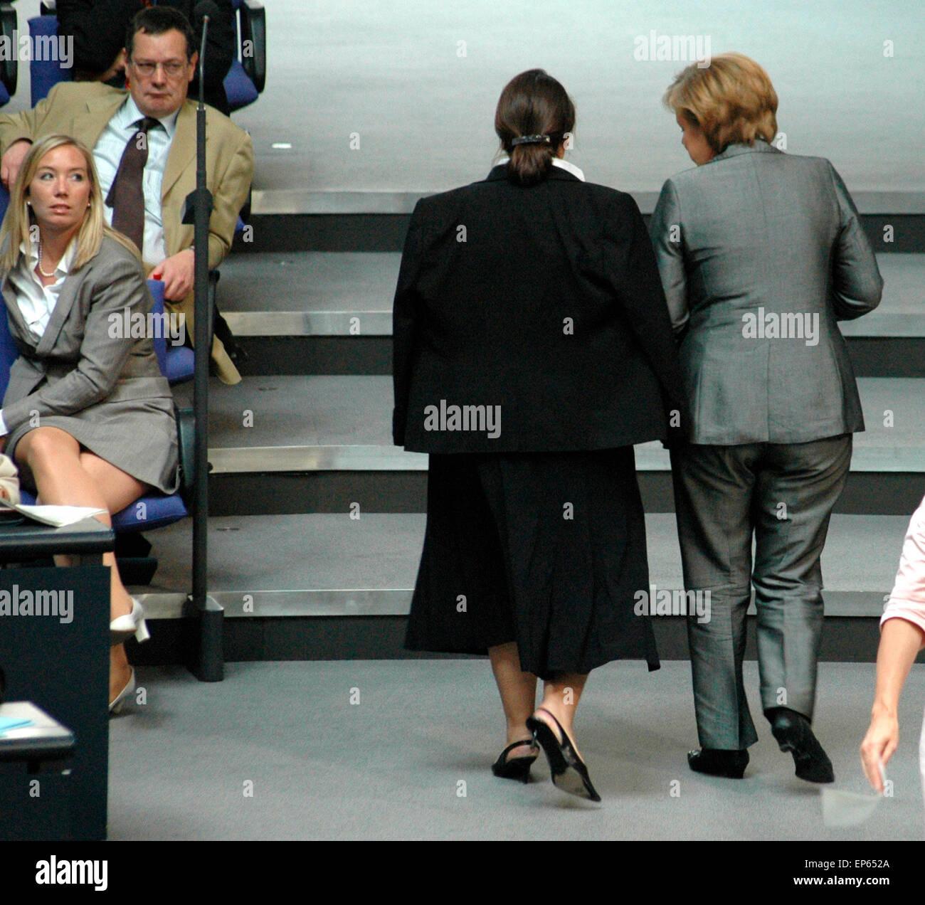 Bundeskanzlerin Angela Merkel u.a.  - Sitzung im Bundestag am 29. Juni 2006, Reichstagsgebaeude, Berlin-Tiergarten. Stock Photo