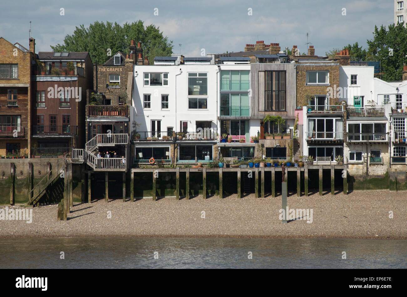 The Grapes Pub and flats, Limehouse, London, England, UK. An Antony Gormley sculpture can be seen on a plinth on - Stock Image