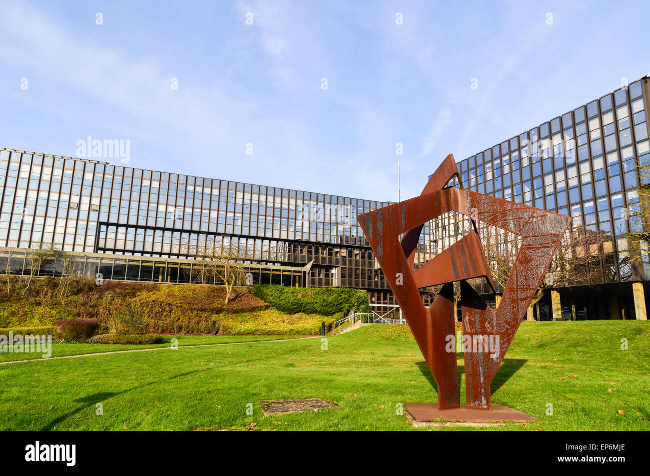 Sculpture at the European Commission (Bâtiment Jean Monnet) in the European Quarter, Kirchberg, Luxembourg - Stock Image
