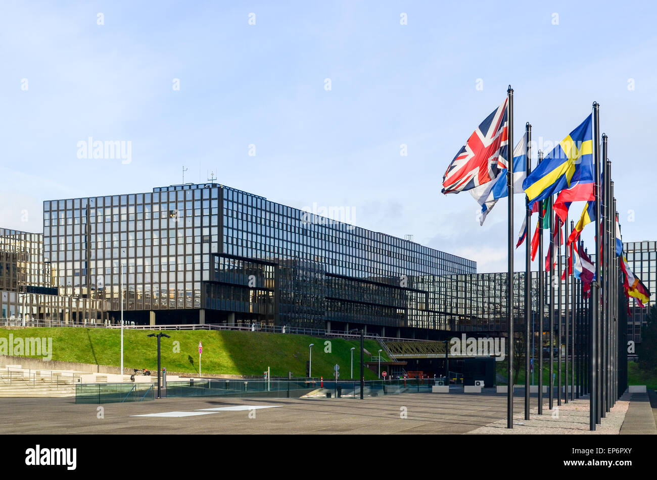 Union Jack at the European Commission (Bâtiment Jean Monnet) in the European Quarter, Kirchberg, Luxembourg - Stock Image