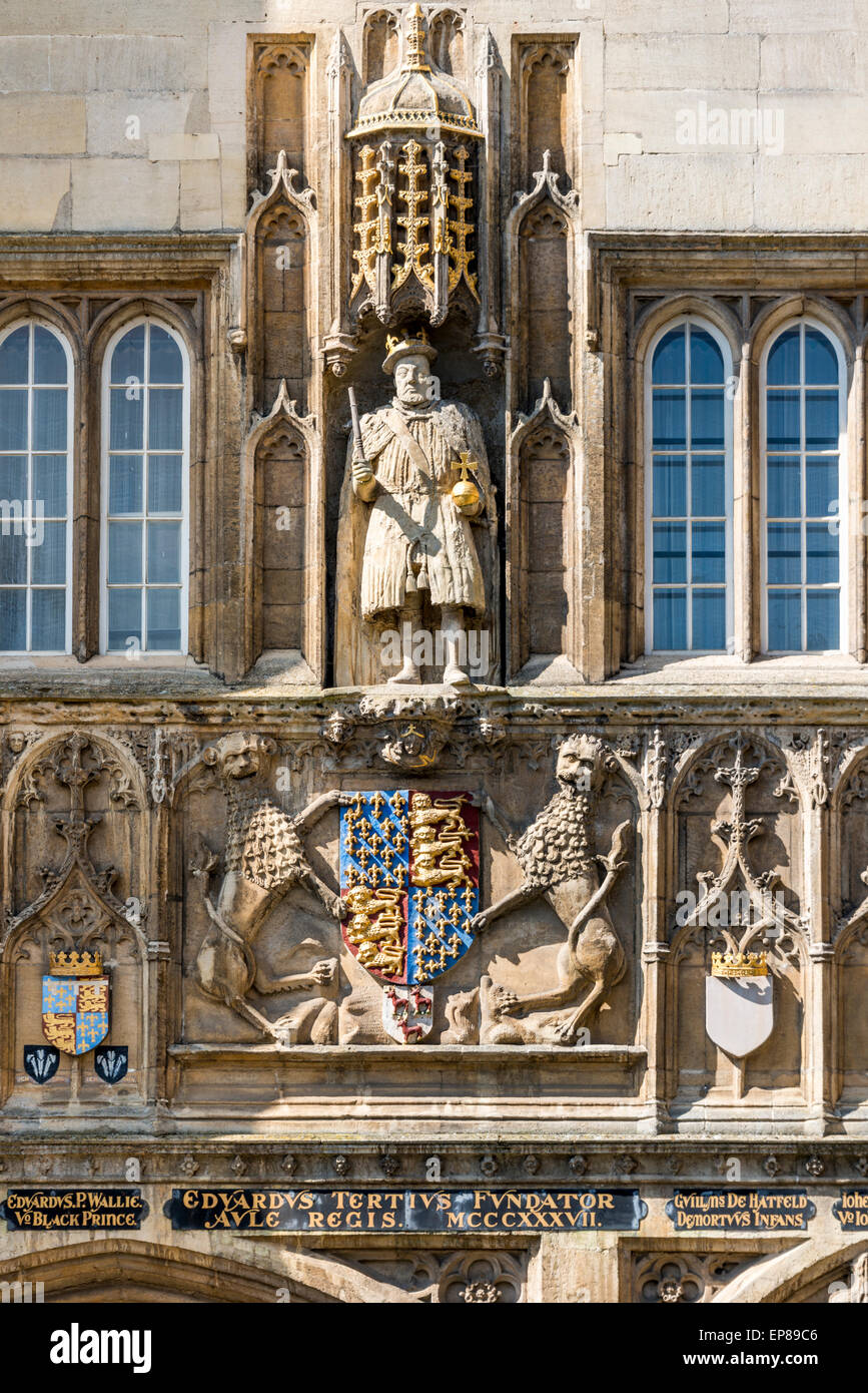 A depiction of British King Henry VIII on the gatehouse of Trinity College, Cambridge University - Stock Image