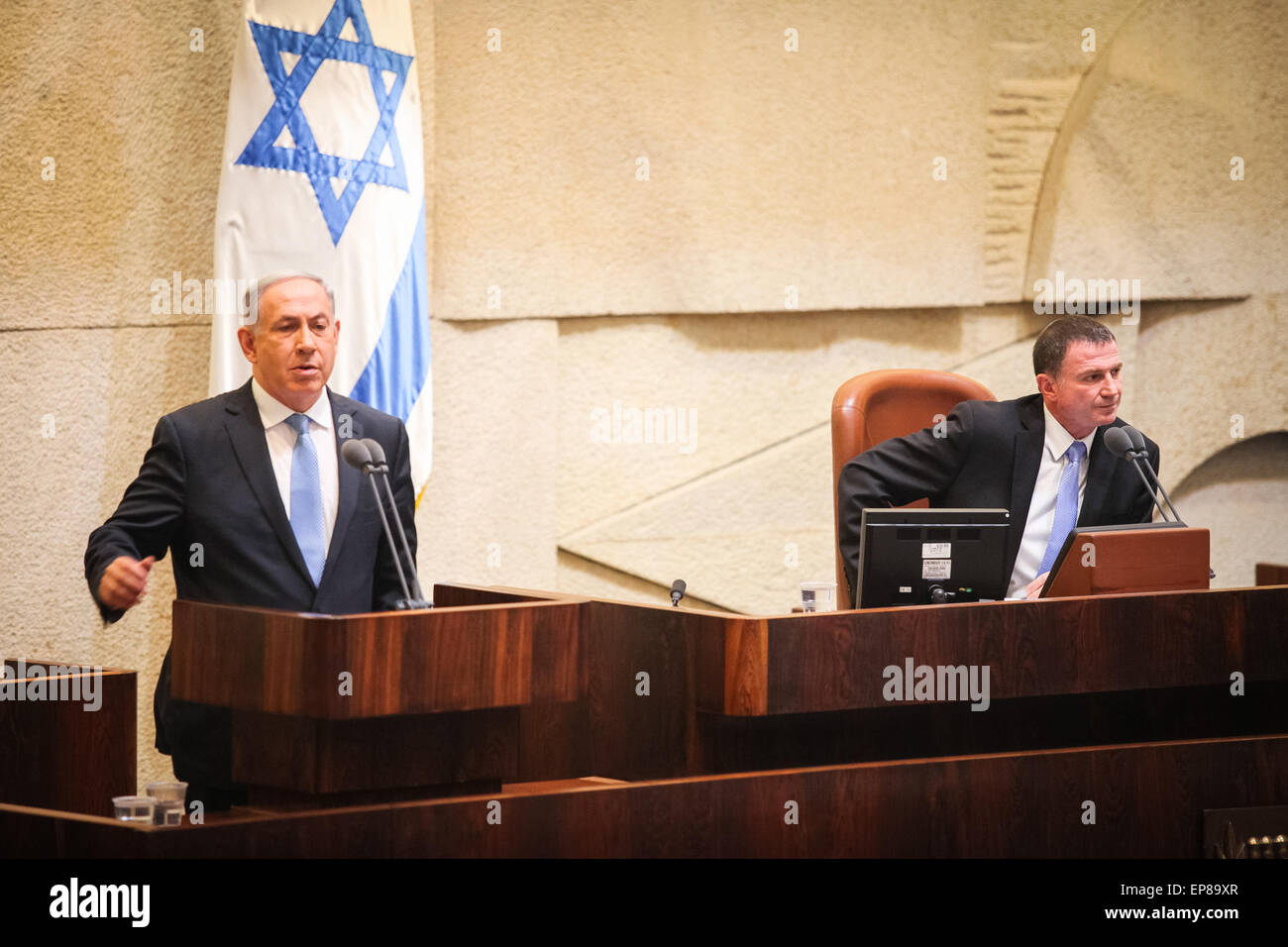 (150514) -- JERUSALEM, May 14, 2015 (Xinhua) -- Israeli Prime Minister Benjamin Netanyahu (L) makes a speech before - Stock Image