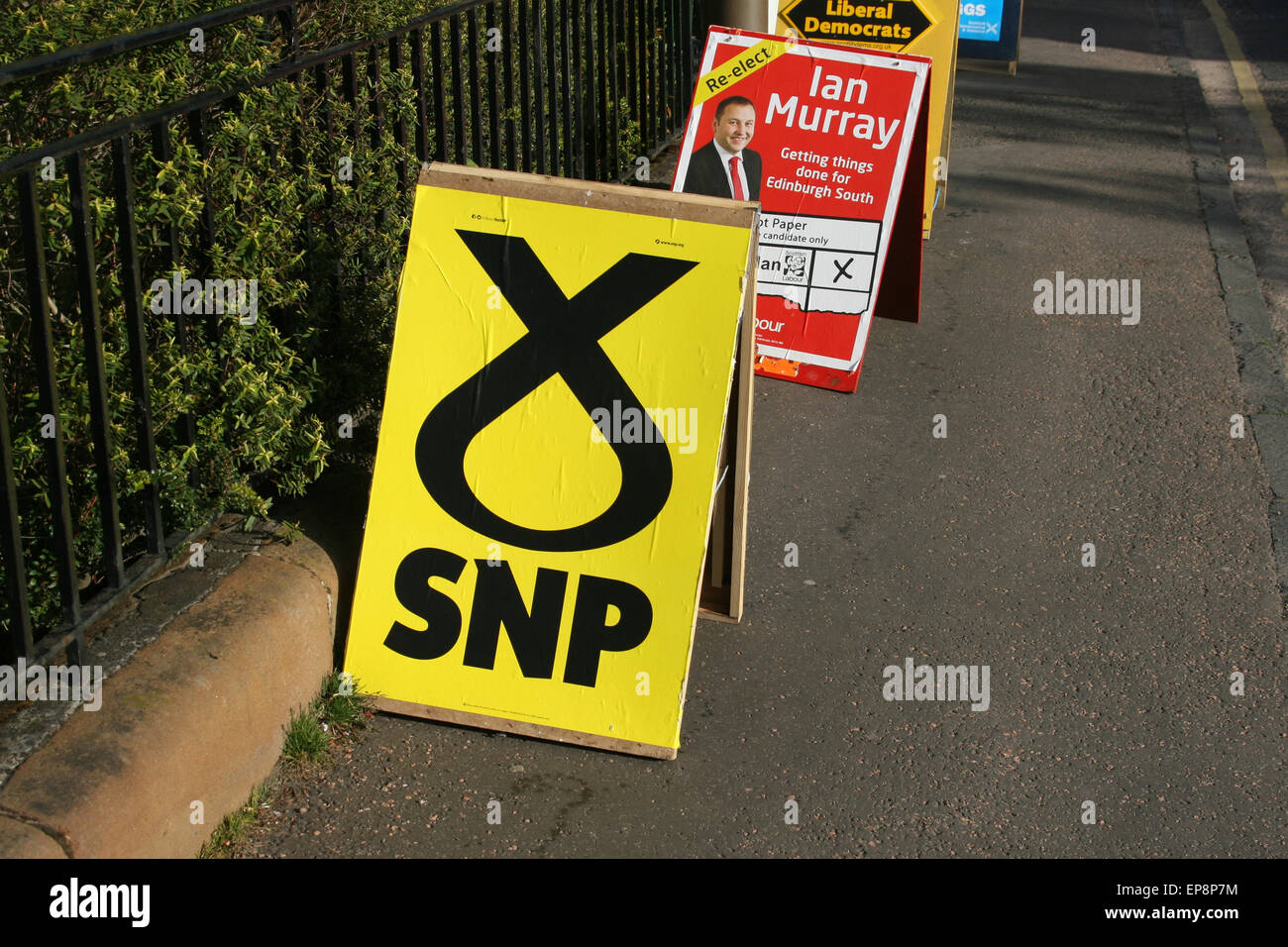VOTE SNP SCOTLAND POLL ELECTION DAY 2015 VOTING STATION - Stock Image