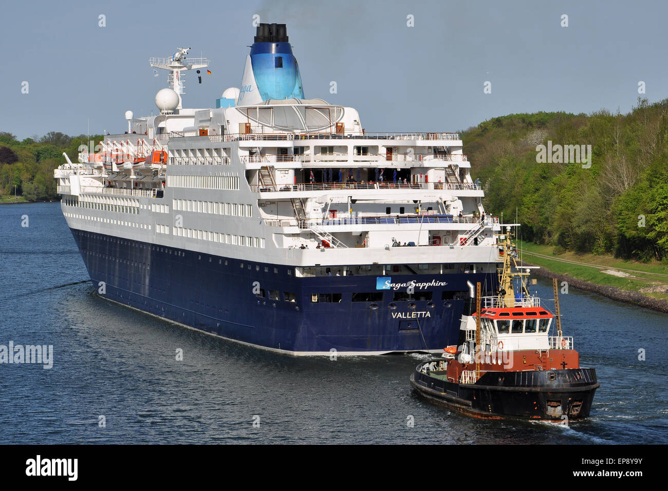 Cruiseship Saga Sapphire passing the Kiel Canal assisted by local tugboat Wal - Stock Image