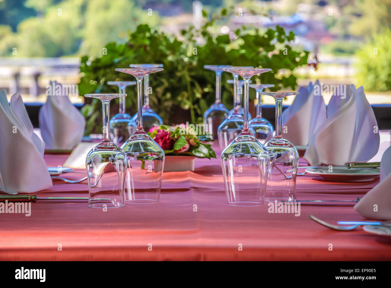 Solemnly laid table with wine glasses, outdoor - Stock Image