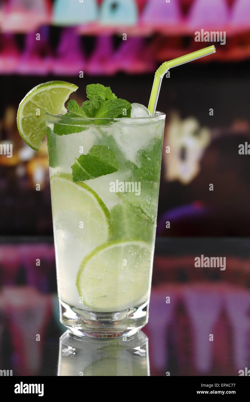 Mojito Cocktail in einer Bar oder Party - Stock Image