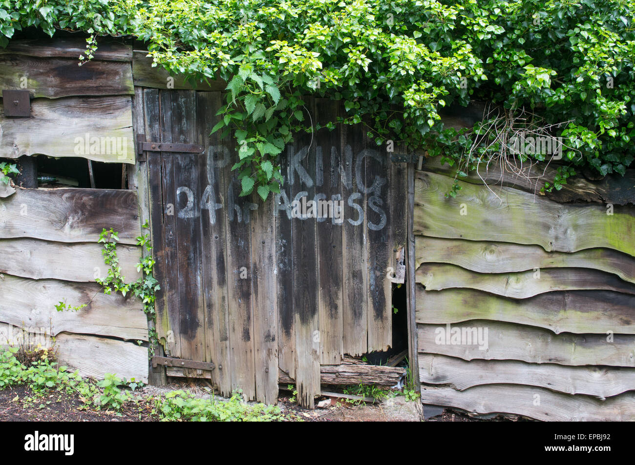 Decrepit shed with no parking sign Malvern, Worcestershire, England, UK - Stock Image
