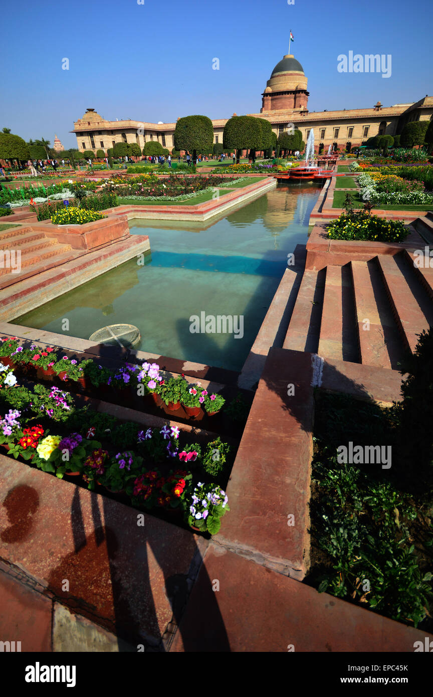 Mughal Gardens a vertical wider view of the magnificent garden with Presidential Palace in the background. - Stock Image
