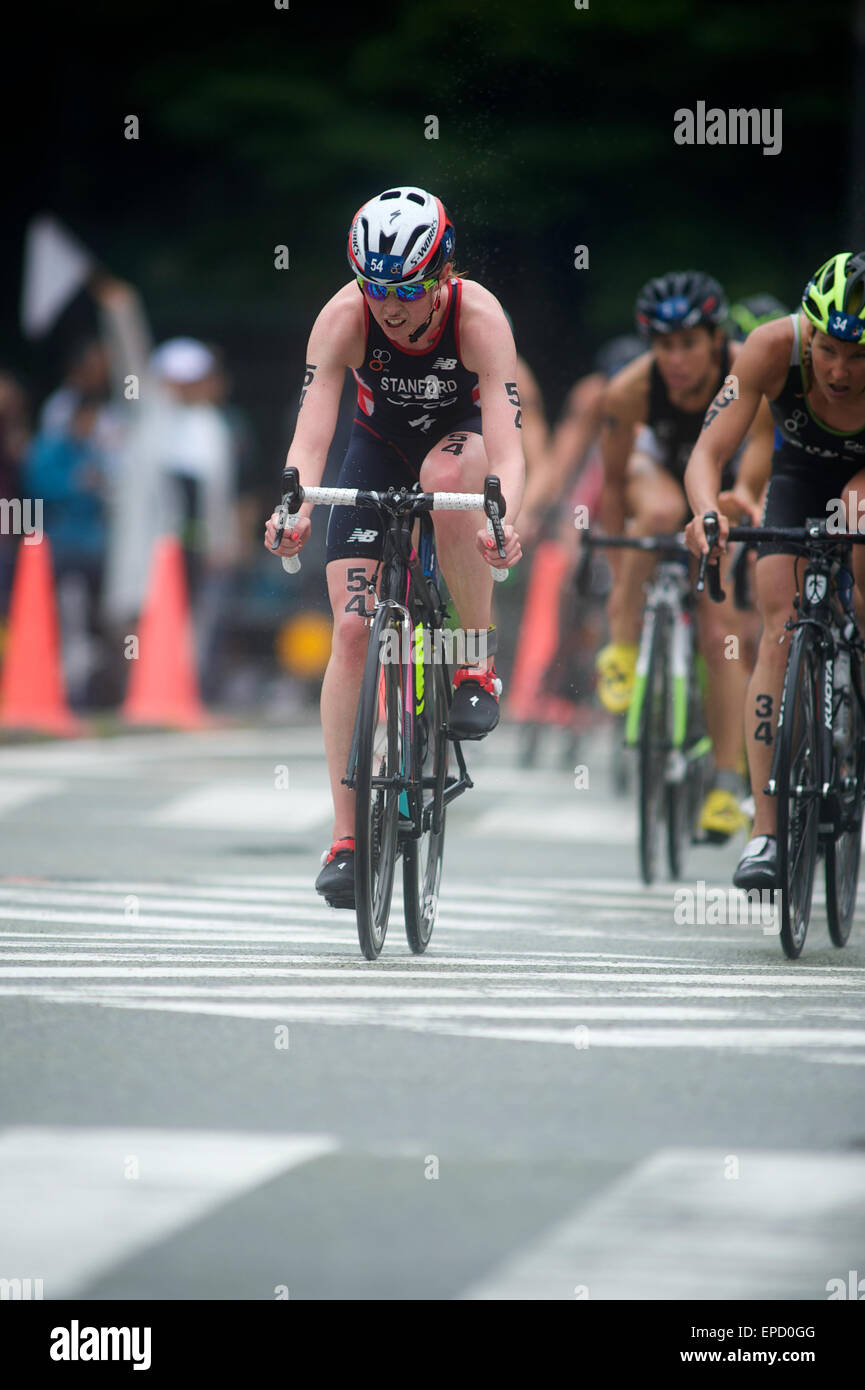 Team GB's Non Stanford powers through the field to place 7th at the finish of ITU Triathlon in Yokohama Japan - Stock Image