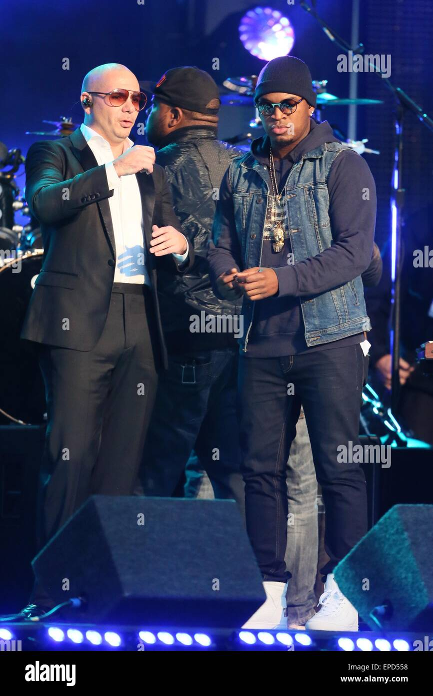 Pitbull and Ne-Yo perform together at ABC studios for late